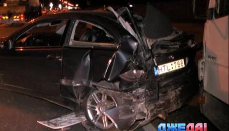 На Набережном шоссе образовалась многокилометровая пробка из-за аварии
