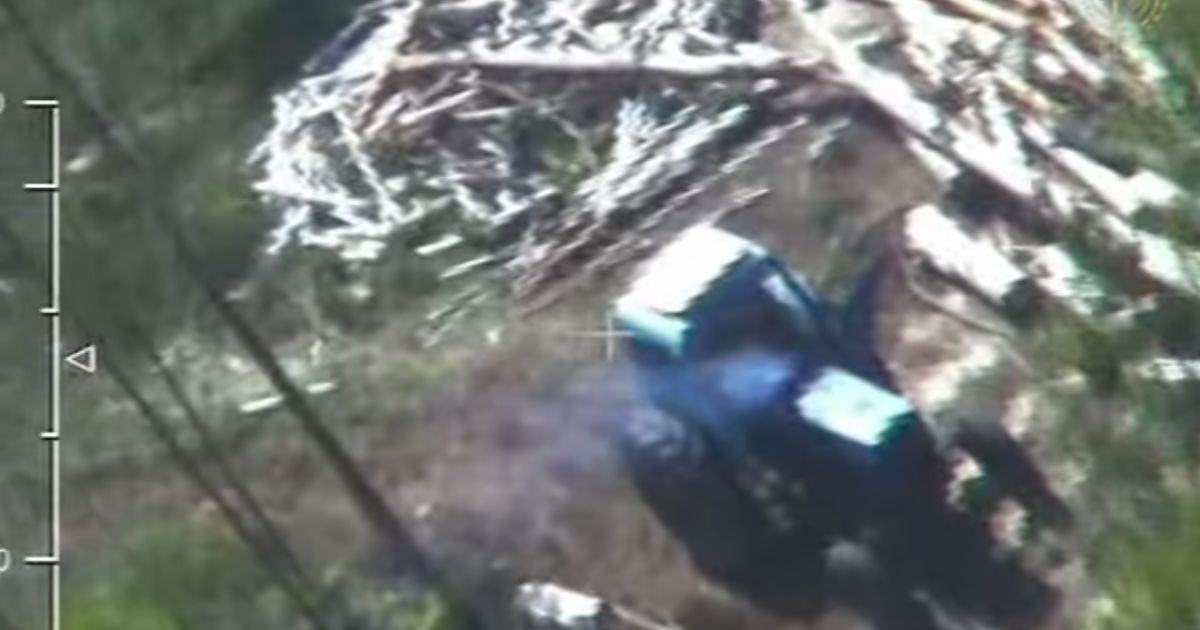 Пограничная авиация зафиксировала новые места незаконной добычи янтаря