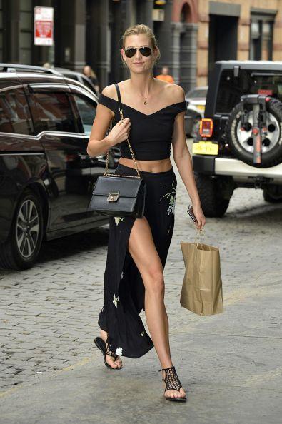 Карли Клосс: уличный стиль и красная дорожка