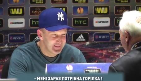 На стилі: Григорчук прийшов на прес-конференцію у модній кепці