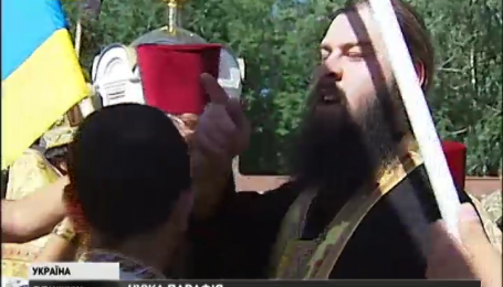 Священников Московского патриархата верующие выгнали со сцены на Луганщине