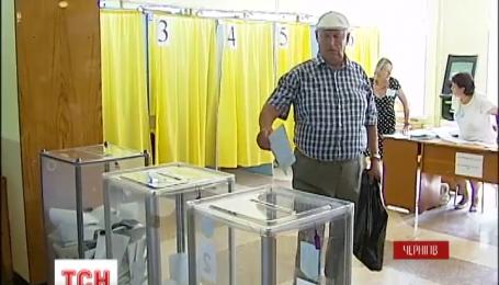 Спокойствие на выборах в Чернигове обеспечивают и милиционеры, и нацгрардийци