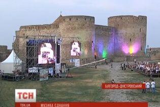 Ради спасения уникальной крепости устроили концерт классической музыки под открытым небом