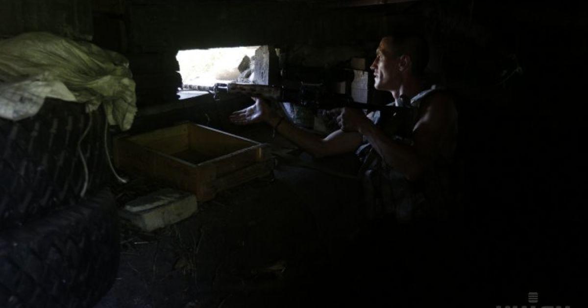 Силовики защищают позиции в Песках