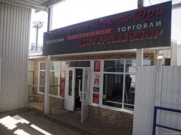"""На Керченской переправе в порту """"Кавказ"""" образовались огромные очереди желающих отдохнуть в Крыму"""