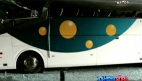 Пассажирский автобус, следовавший из Испании в Нидерланды, застрял под мостом