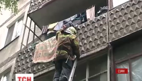 У Сумах врятували 9-річного хлопчика, що намагався вистрибнути з третього поверху