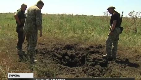 Позиції українських військових поблизу селища Кримське вночі обстріляли бойовики