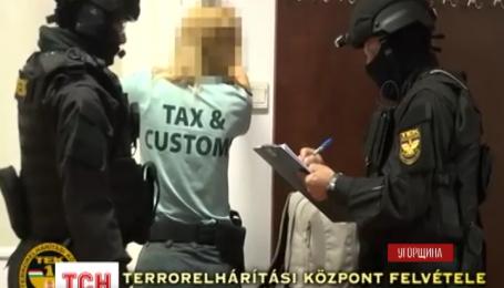 Сразу 18 венгерских таможенников на границе с Украиной задержали по подозрению в контрабанде