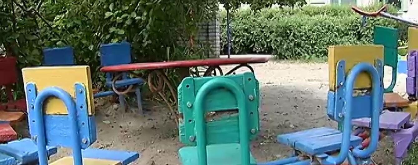 У дитсадку в Кременчуці 5-річна дівчинка наштрикнулася головою на штир