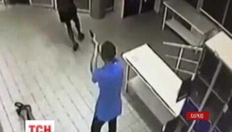 В Харькове прямо в супермаркете застрелили человека, убийца задержан