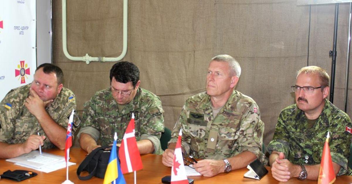 Канадским военным представили последние факты присутствия российских войск на территории Украины @ Facebook/пресс-центр штаба АТО