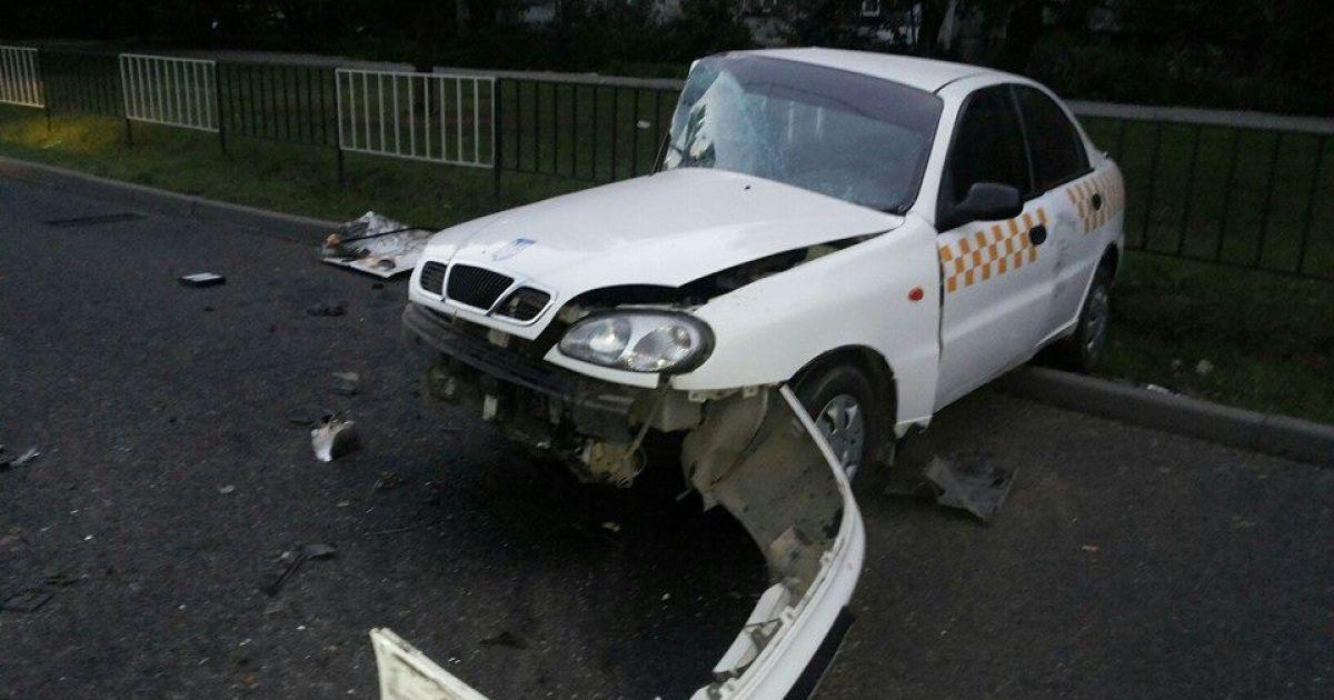"""Такси было """"атаковано"""" автомобилем Audi, который выехал на встречную"""