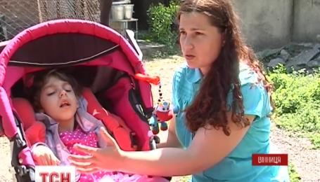 Восьмилетняя винничанка после многих операций начала слышать и реагировать на окружающий мир