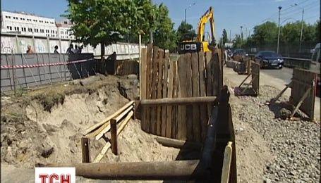 Провал на Борщаговской будут ремонтировать два месяца