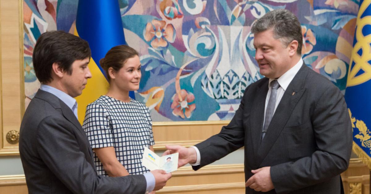 Заместительница Саакашвили и российский журналист получили украинские паспорта