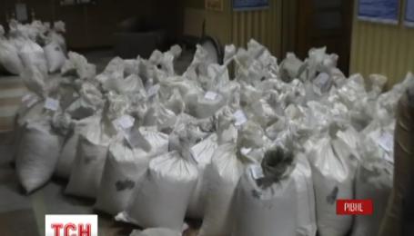 На Рівненщині затримали рекордну кількість бурштину, яку готували до контрабандного продажу