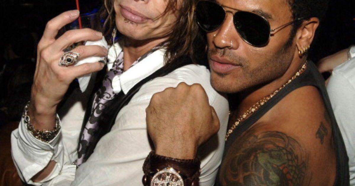 Солист Aerosmith пошутил над обнаженным мужским достоинством Ленни Кравица