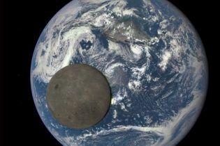 Супутник зробив унікальні кадри Місяця на фоні Землі