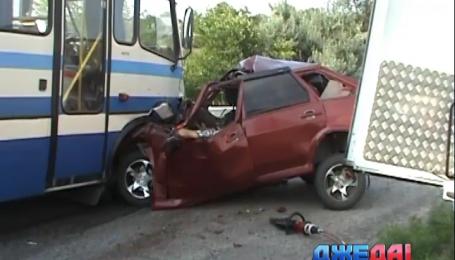 На Днепропетровщине произошла авария, два человека погибли