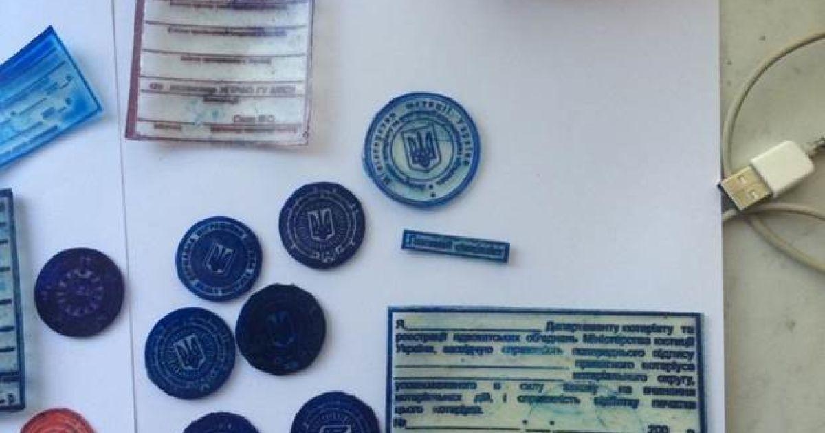 Украинка и нигериец подделывали документы в Киеве @ Пресс-служба СБУ