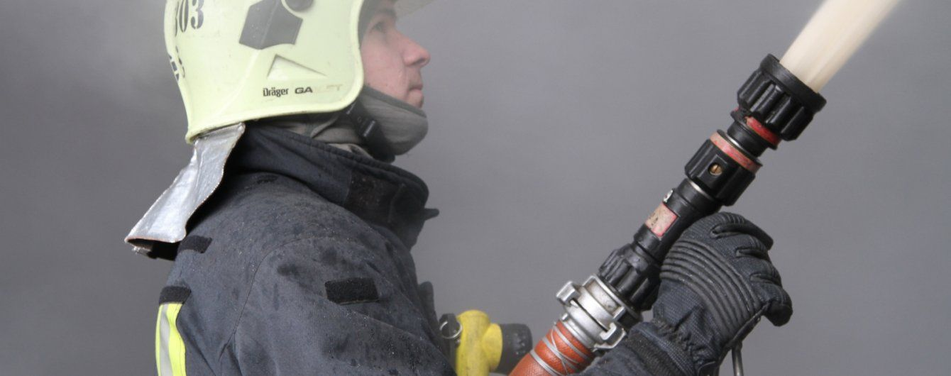 У Києві спалахнула офісна будівля