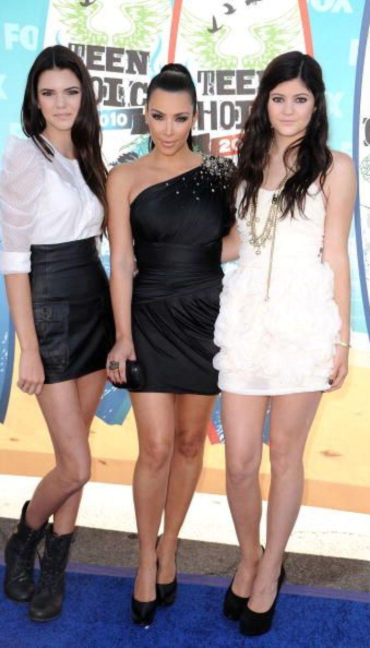 Кайли Дженнер с сестрами Ким и Кендалл, 2010 год @ Getty Images