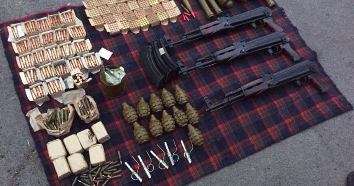 СБУ поймала под Киевом трех торговцев оружием
