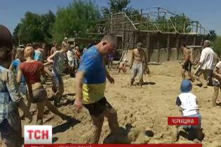 На Черкащині небайдужі мешканці побудували справжню трипільську хату