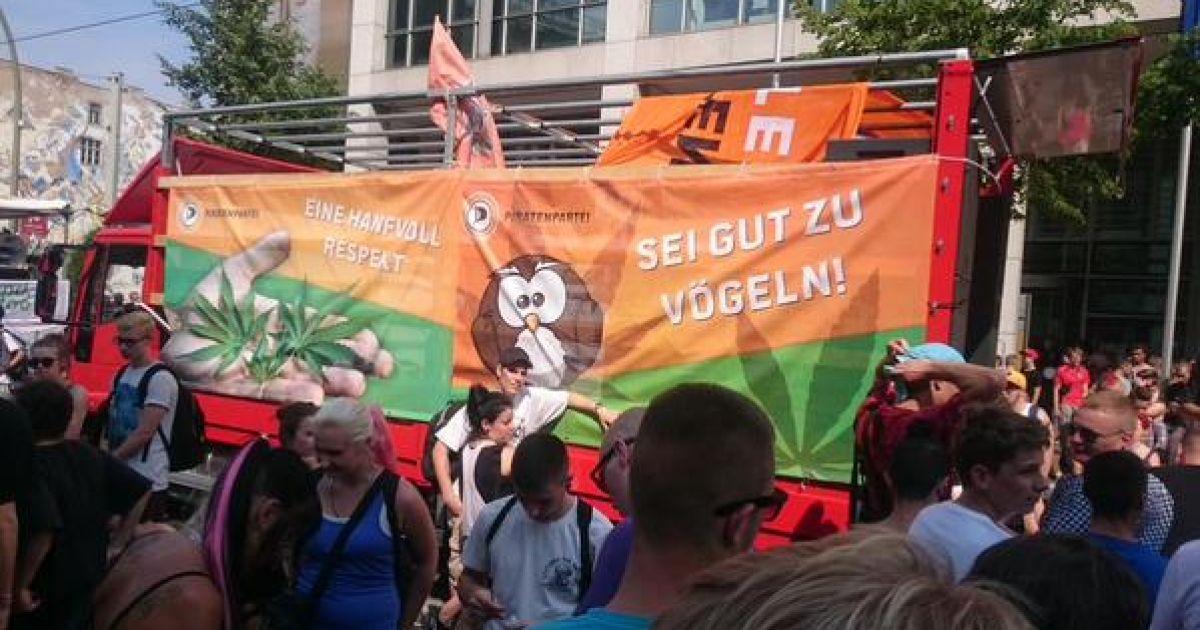 На митинг за легализацию марихуаны вышли 8 тысяч человек.