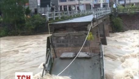 Тайфун в Китаї забрав життя щонайменше 14 осіб