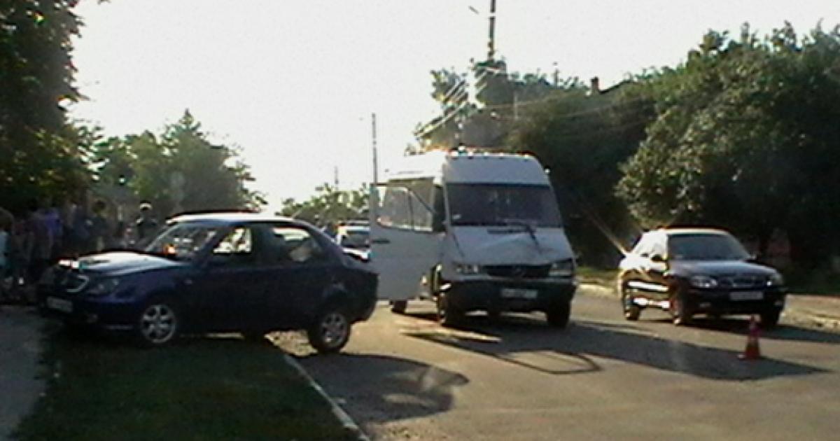 На Київщині в зіткненні автобуса з легковиком постраждали діти