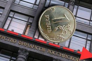 Российский рубль упал до показателей 2014 года
