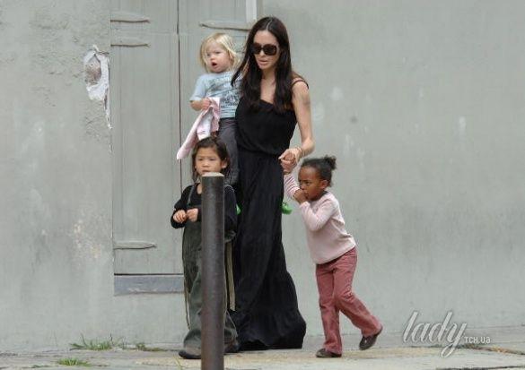 Анджелина Джоли с детьми _2