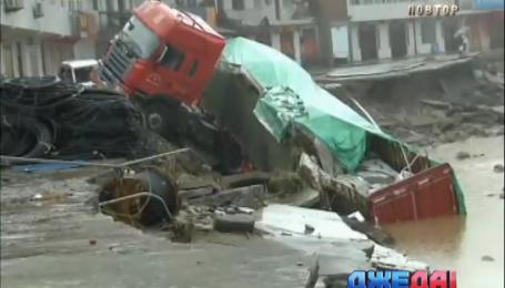 Из-за тайфуна в Китае передвигаться можно только на лодках