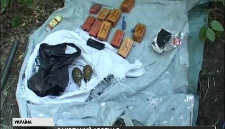 На тайник с оружием наткнулись сотрудники СБУ возле железнодорожной станции