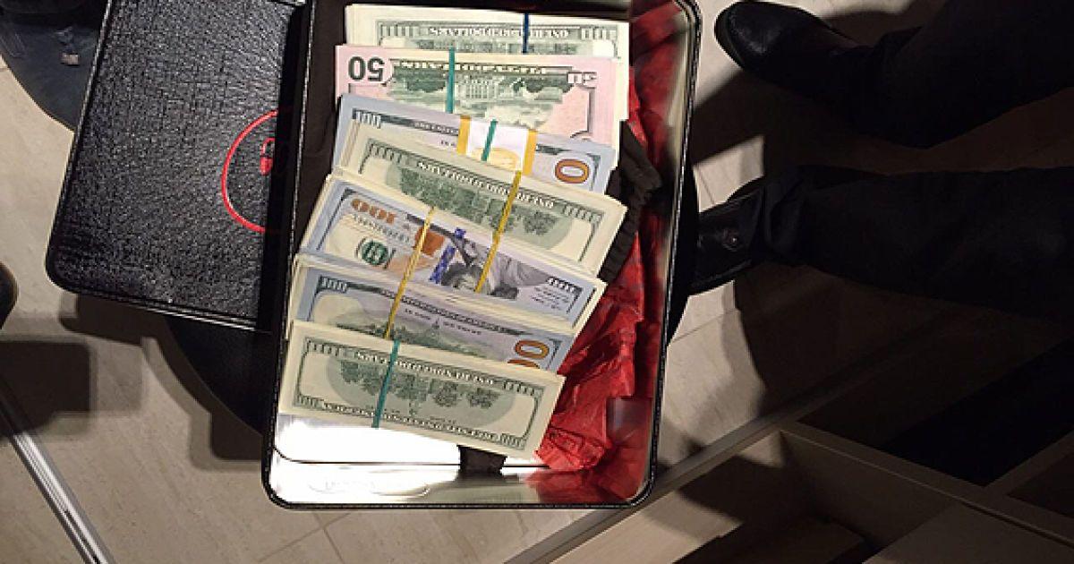 Правоохранители изъяли более 300 тысяч долларов @ Пресс-служба МВД Украины