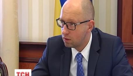 Яценюк требует публичного отчета от руководства Фонда гарантирования вкладов