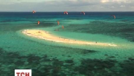 Отчаянные пытаются преодолеть 1000 км на кайтборде вдоль Большого барьерного рифа