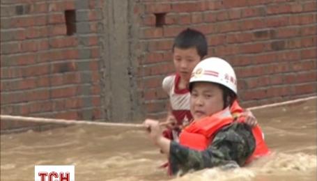На півдні Китаю повінь знищила 34 будинки