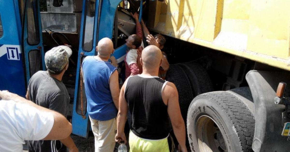 После ДТП с трамваем и грузовиком в Одессе госпитализированы 15 человек