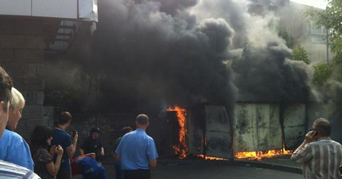 Рядом со станцией метро Лукьяновка произошол масштабный пожар