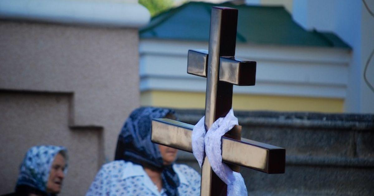 Під час панахиди за Єремеєвим на території Святотроїцького собору в Луцьку @ ТСН.ua