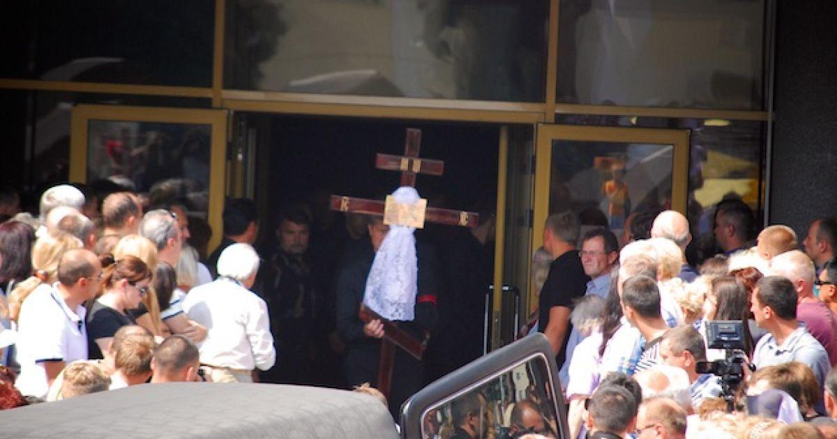 Во время церемонии прощания в Луцке с умершим Еремеевым @ ТСН.ua