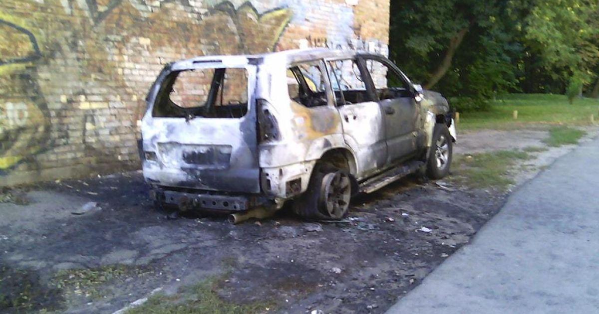 В Киеве неизвестные взорвали джип @ Обозреватель