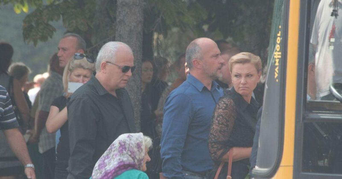 На похороны Еремеева прибыли ряд скандальных политиков. Степан Кубив и Оксана Продан @ ТСН.ua