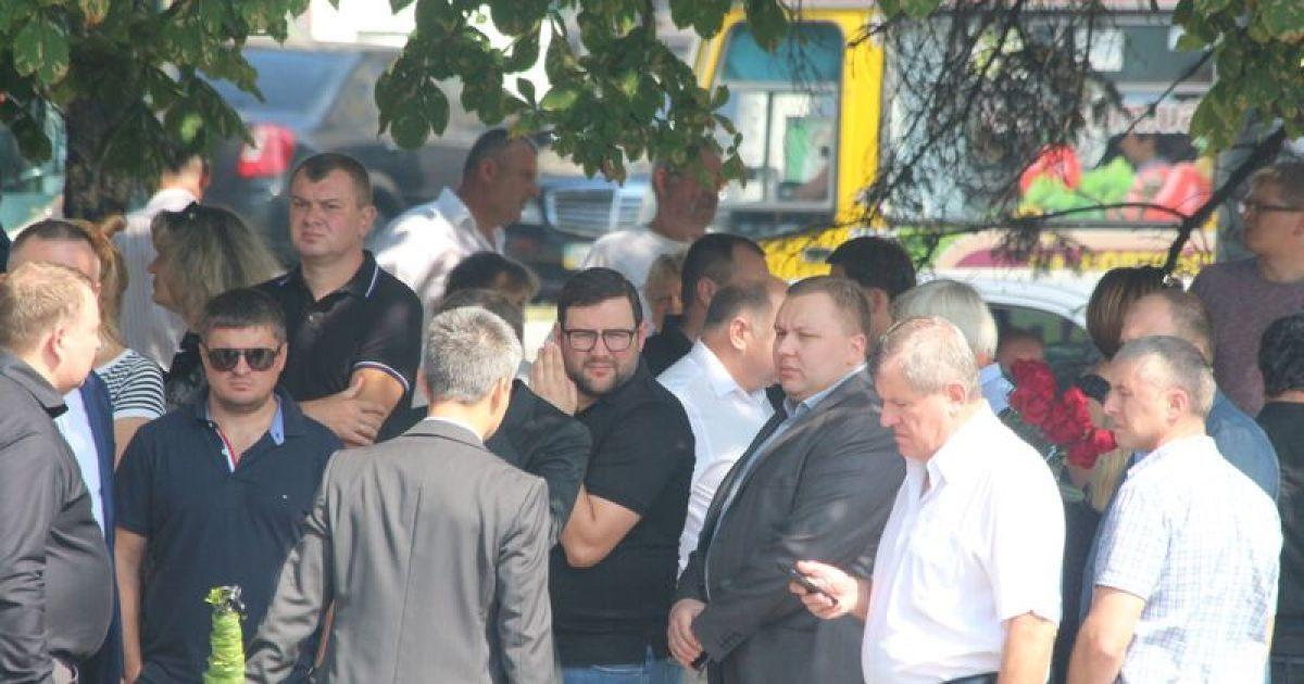 На похороны Еремеева прибыли ряд скандальных политиков и чиновников. Андрей Пасишник. @ ТСН.ua