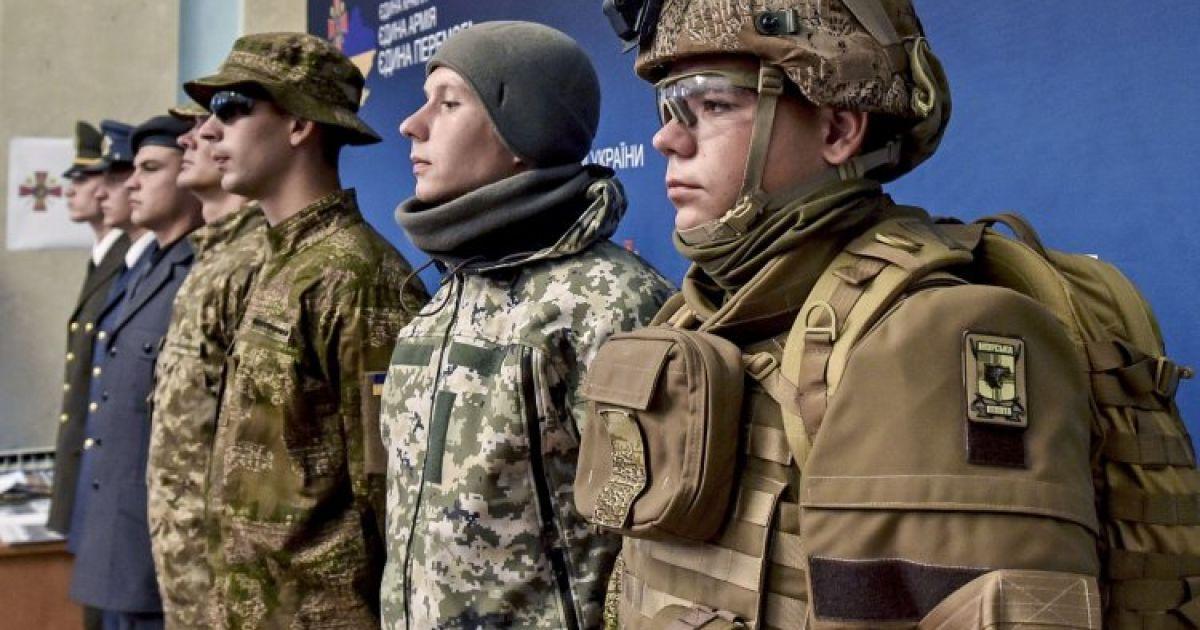 Военные переходят на новую форму. Накажут ли производителей очень некачественной старой одежды
