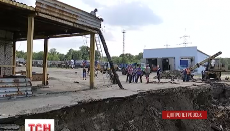 У Дніпропетровську пішла під землю частина автобази