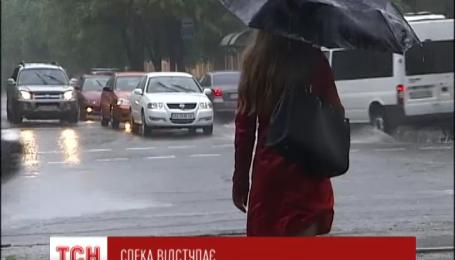 Спека в Україні спадає